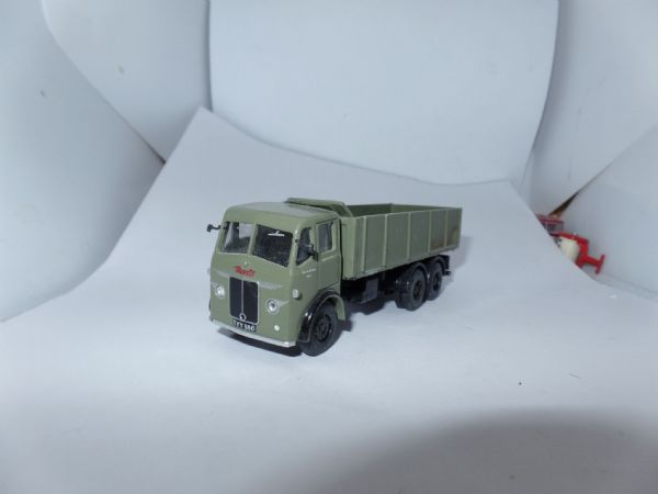 B T Models D-32 D32 1/76 Leyland Hippo Tipper Truck London Transport Bus Support